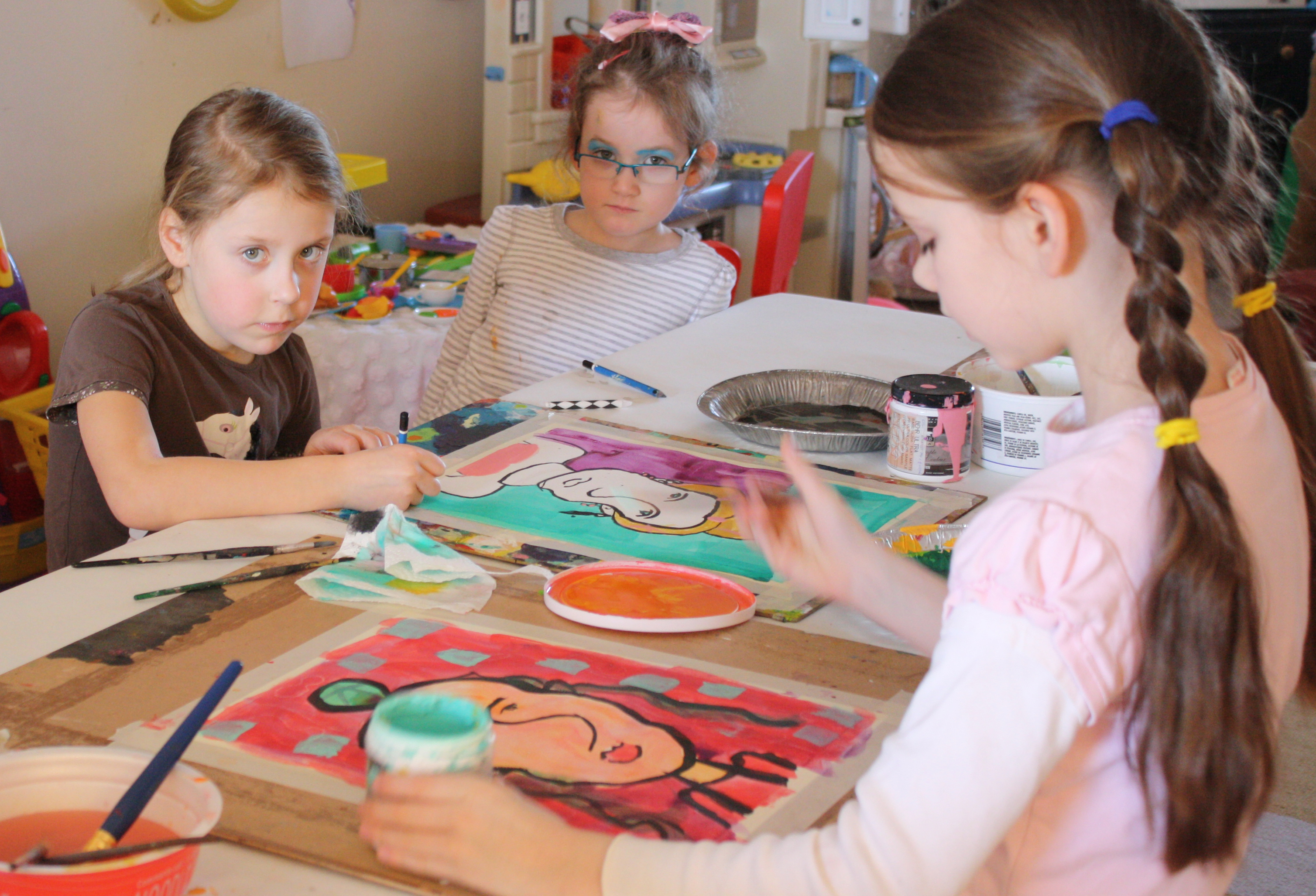 art class Classes are held in a famous artist's working studio small groups with personal attention and a great atmosphere free use of all the painting and drawing materials you could dream of.